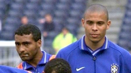 FOR BRASIL: Romario og Ronaldo på trening for Brasil i 1999.  (Foto: ANDREU DALMAU/EPA)