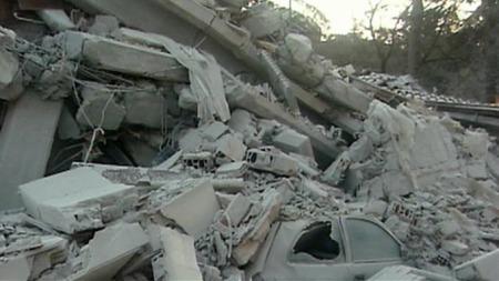 Mange hus klappet sammen som følge av jordskjelvet i Italia natt til mandag. (Foto: RAI)