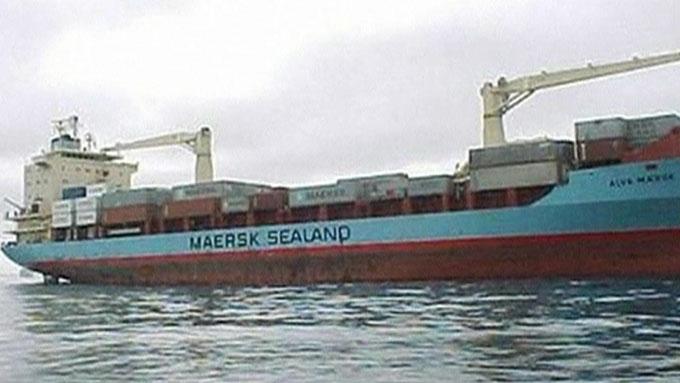 Lasteskipet Maersk Sealand med 21 amerikanere om bord ble onsdag morgen kapret av somaliske pirater.  (Foto: APTN)