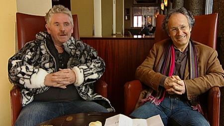 Johnny Teigland (t.v) og lege Marc Reisinger. (Foto: TV 2)