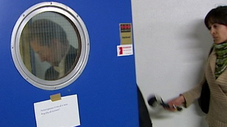 Kjell Inge Røkke har ikke uttalt seg om Aker-saken, og ville heller ikke si noe til TV 2. Her låser han seg inn i Akers anlegg på Aker Brygge. (Foto: Rune Blekken/TV 2)