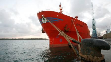 I HAVN: Marerittet for mannskapet om bord på kjemikalietankeren Bow Asir er over når de mandag kveld legger til kai i Sør-Afrika.  (Foto: ANTONY NJUGUNA/REUTERS)