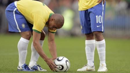 SIKTER INN: Roberto Carlos  (Foto: FABRICE COFFRINI/AFP)