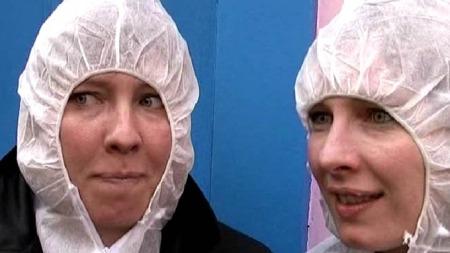 - Det kjennes forskjellig ettersom man puster med nesen eller munnen, sier to av gjestene etter å ha innhalert en coctail. (Foto: Reuters)