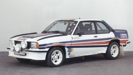 En oppstilt Opel Ascona 400 - klar til rallykamp.