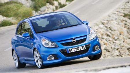 En blå lommerakett fra Opel, kalt Corsa OPC. (Foto: Pressebilde)
