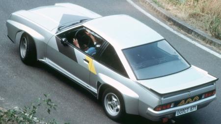 Opel Manta 400, ovenfra. Her kan du se de rå breddingene.  (Foto: Pressebilde)