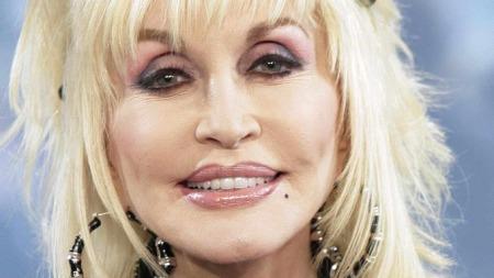 Norske foreldre lar seg inspirere av Dolly Partons låt «Jolene» når de skal sette navn på barnet sitt. (Foto: Richard Drew, ©RED CL**NY**)