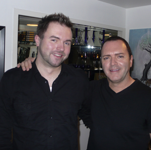 HJEMME HOS: «God kveld Norge»-reporter Vegard B. Normann møtte   Madonnas lillebror Christopher Ciccone hjemme i hans leilighet i Hollywood.