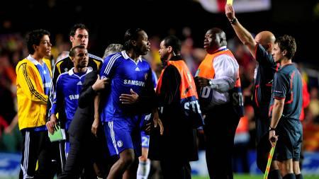 VILLE ANGRIPE ØVREBØ: Didier Drogba så rødt.  (Foto: DYLAN MARTINEZ/REUTERS)