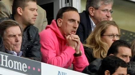 SNAKKET MED VENNER: Manchester United skal ha snakket med Franck Riberys (i midten) venner og omgangskrets om spillerens situasjon.  (Foto: ALEXANDRA BEIER/REUTERS)