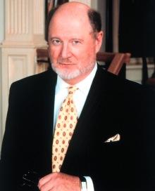 David Ogden Stiers holdt sin seksuelle legning skjult i flere   tiår, i frykt for å miste skuespillerjobber.