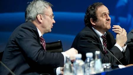 David Taylor og UEFA-president Michel Platini  (Foto: KELD NAVNTOFT/AFP)