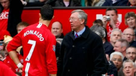 RASENDE: Ronaldo ble rasende på Sir Alex Ferguson da han ble byttet ut mot Manchester City. (Foto: PHIL NOBLE/REUTERS)