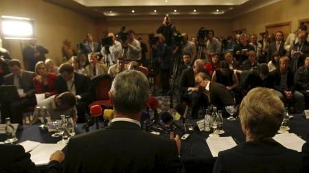 Det var et stort presseombud på plass da spesialkommisjonen la fram rapporten i Dublin onsdag.  (Foto: PETER MORRISON/AP)