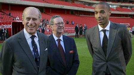 Prins Phillip, Peter Hill-Wood, Thierry Henry (Foto: ODD ANDERSEN/AFP)