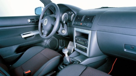 Vw-Golf-IV-interiør4