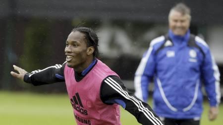 Didier Drogba og Guus Hiddink  (Foto: Matt Dunham/AP)