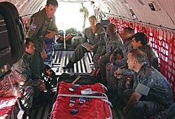 Brasilianske soldater forbereder seg til et letetokt fra Campo Grande etter det savnede Air France-flyet. (Foto: Walbe)
