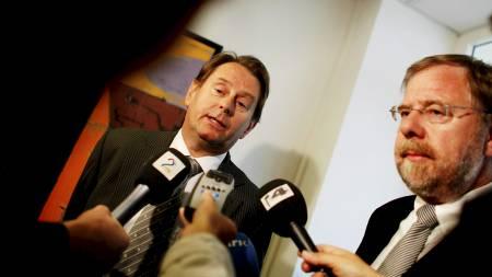 Riksmeglingsmennene Dag Nafstad (t.v.) og Nils Dalseide forteller at forhandlingene har vært krevende, men at partene i offentlig sektor torsdag morgen kom til enighet.  (Foto: Johannessen, Sara/SCANPIX/SCANPIX)