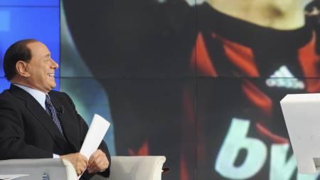 I STRUPEN PÅ REAL: Silvio Berlusconi refser Real Madrid for   pengebruken. Etter at han solgte Kaká. (Foto: TIZIANA FABI/AFP)