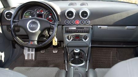 Gedigent dashbord. Ganske likt det du fortsatt finner i Audi, bla. A3 viser at de traff med utformingen da den var ny. (Foto: Benny Christensen)