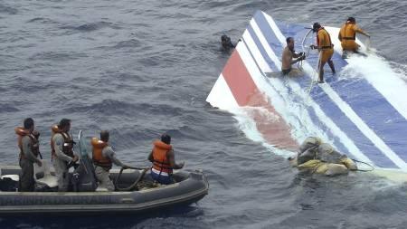 Piloter mener problemer med fartssensorene på flyet kan ha ført til ulykken der 228 mennesker mistet livet. (Foto: AP Photo/Brazil's Air Force/AP)