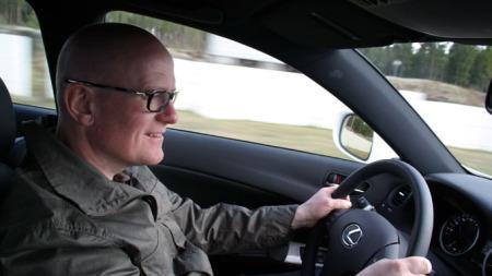 Jan Erik tester Lexus IS-F. (Foto: Bjørn Olav Amundsen)