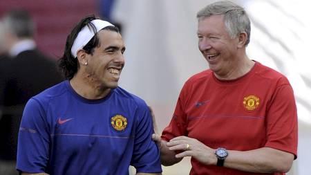 FÅR PENGER: Alex Ferguson får styrke stallen med nye spillere   i sommer. (Foto: DANIEL DAL ZENNARO/EPA)