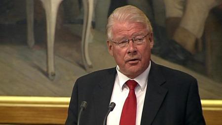 Carl I. Hagen mener Brustad ikke har utøvd noe aktivt eierskap på vegne av staten i Aker.