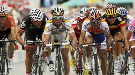 Team Columbia High Road's Mark Cavendish of Britain. Hushovd til venstre  (Foto: DENIS BALIBOUSE/REUTERS)