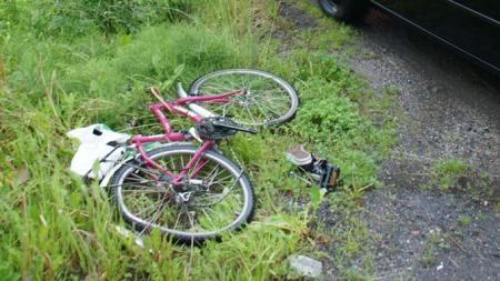 En 13 år gammel jente ble livstruende skadet etter at hun ble slept under en bil fra Slemmestad i Røyken kommune til Vollen i Asker kommune. Sykkelen hennes ble funnet 700 meter fra ulykkesstedet. (Foto: Scanpix)