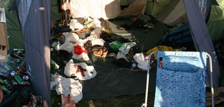 Inne i teltet hove festival (Foto: Åshild Amland)