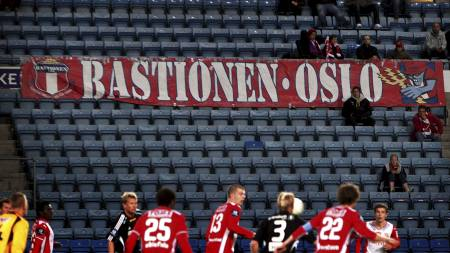 KREVER TRENERENS AVGANG: Lyns supporterklubb Bastionen. (Foto:   Junge, Heiko/SCANPIX)