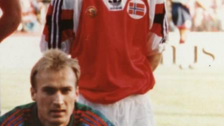 GAMLE LANDSLAGSKOLLEGER: Både Erik Mykland og Erik Thorstvedt spilte da England ble slått 2-0 på Ullevaal i 1993.  (Foto: Johansen, Erik/Scanpix)