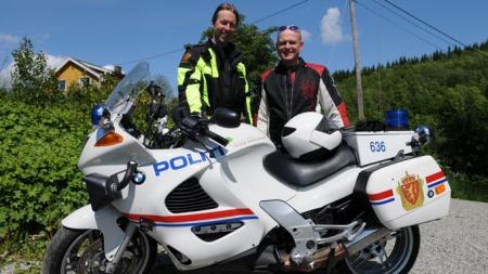 Bent Wigernes fra politiet har hjulpet til med testen. (Foto: Minstemann)