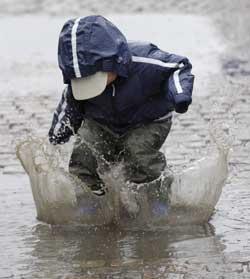 Lengter du etter regnet? Det kan komme noen skikkelige skurer til helgen. (Foto: Leif R Jansson / SCANPIX)
