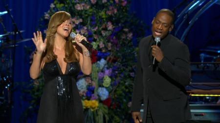 Mariah Carey og Trey Lorenz synger Jackson Five-sangen «I´ll be there» (Foto: APTN/EBU/TV 2)