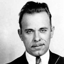 GANSTER: John H. Dillinger ble betraktet som samfunnsfiende   nr. 1 fram til han ble skutt og drept i Chicago i 1934. Nå er pistolens   hans på auksjon. (Foto: FBI)