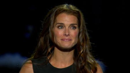 TÅREVÅTT: Brooke Shields var svært preget av sorgen da hun talte om sin tidligere kjæreste.