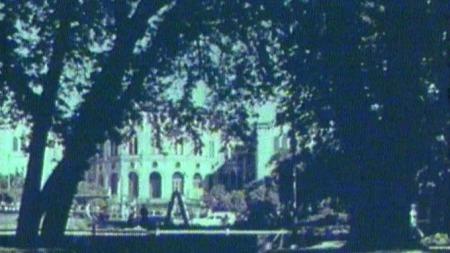 Slik så det ut i området hvor Saras Telt ligger i 1957. Bildet er hentet fra Høyres valgfilm.  (Foto: Høyre)