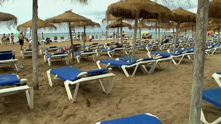 TOMME SOLSENGER: Finanskrisen har ført til at norske turister dropper Spania-ferien. Det merkes av det lokale næringslivet solkysten. (Foto: TV 2)