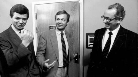 Partilederne Kjell Magne Bondevik (KrF), Johan J. Jakobsen (Sp) og Jan P. Syse ( Høyre) ble enige om å danne regjering etter valget i 1989.  (Foto: Storfjell, Ingar/SCANPIX)