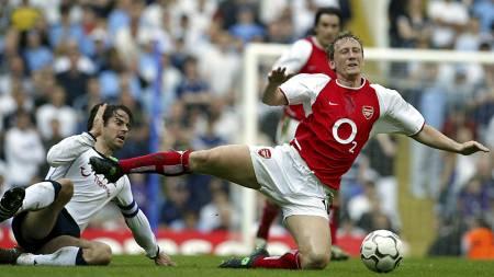 GUNNERS-HELT: Ray Parlour var med på å vinne Premier League   med Arsenal to ganger. (Foto: ODD ANDERSEN/AFP)