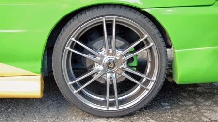 18 tommers hjulene subber i skjermene... (Foto: Sigmund Bade)