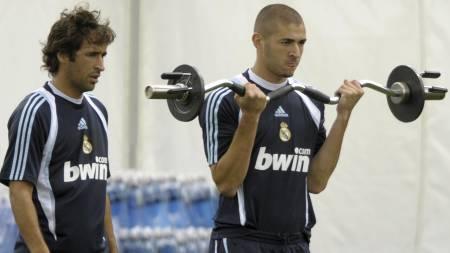 SJOKKERER FANSEN: Karim Benzema skal ifølge spanske medier like dårlig å spille sammen med Raul på topp. (Foto: MIGUEL RIOPA/AFP)