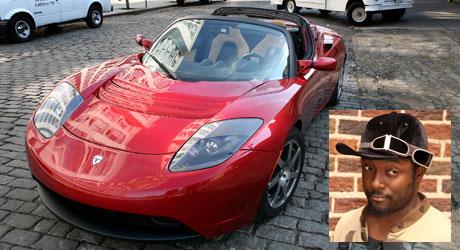EKSKLUSIVT: Den populære hiphop-artisten er en av få som tar   seg råd til en Tesla Roadster.