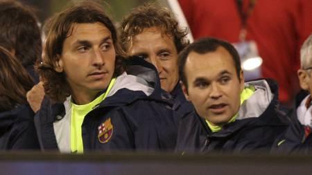 Zlatan Ibrahimovic og Andres Iniesta  (Foto: JED JACOBSOHN/AFP)