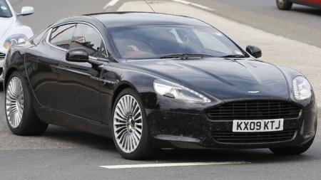 Aston Martin - ikke noe vanlig syn som firmabil.   (Foto: Scoopy)