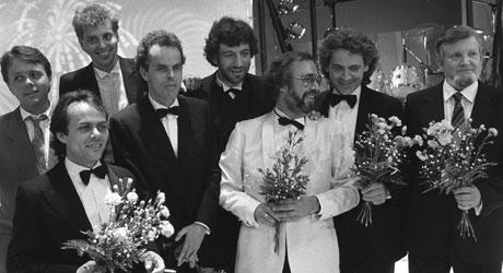 NOSTALGI: Gjengen bak «Orions Belte» poserte velvillig for pressen   etter den aller første Amanda-utdelingen i 1985.